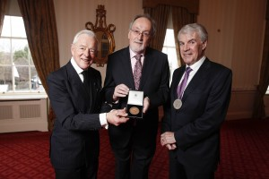 Earl of Rosse (left) and Eoin O'Driscoll, President, The Irish Academy of Engineering, presenting the Parsons Medal for Engineering Sciences to Professor Anthony Fagan (centre). Picture Conor McCabe Photography.